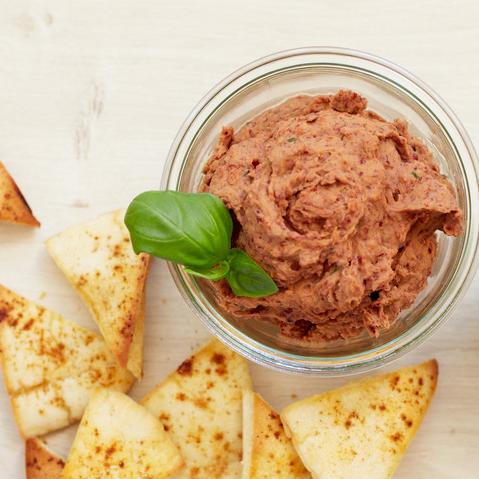 Hummus mit schwarzen Bohnen